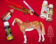 Recreate your horse in the form of a great tree ornament using simple arts and crafts products