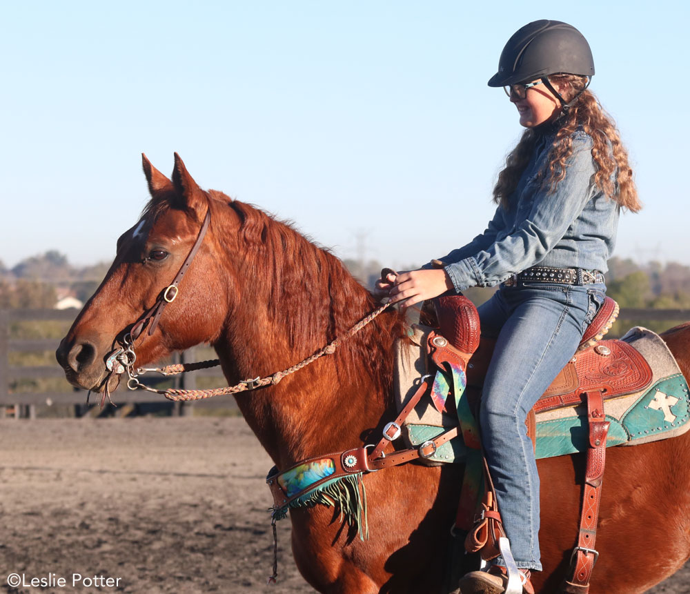 Hand position for barrel racers