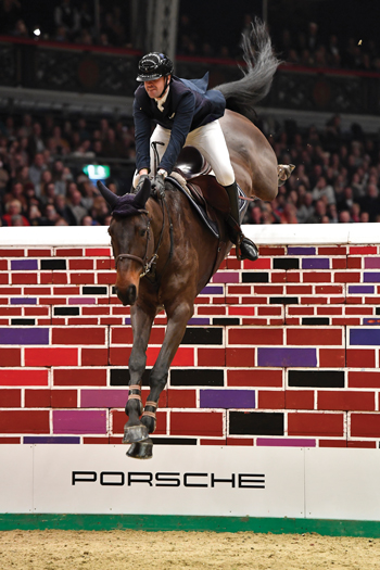 Showjumping over the puissance wall